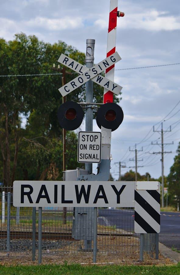 Järnväg tecken för korsa på gatan arkivfoton