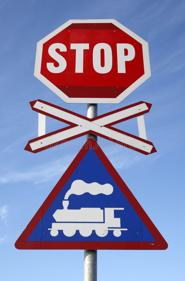 järnväg teckenstopp för crossing arkivbilder
