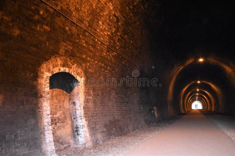 Järnväg tunnel på den Tissington slingan arkivbilder