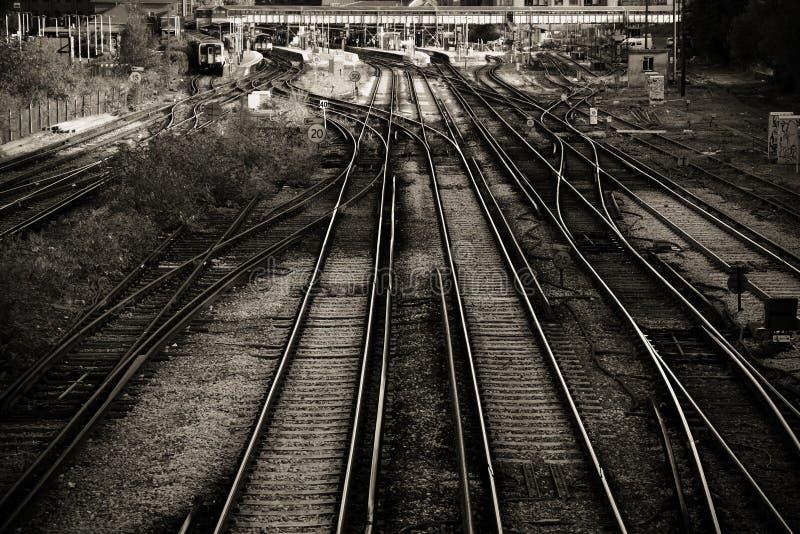 Järnvägen fodrar fotografering för bildbyråer