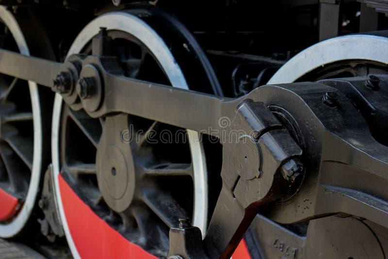Järnväghjulmörker och rött fotografering för bildbyråer