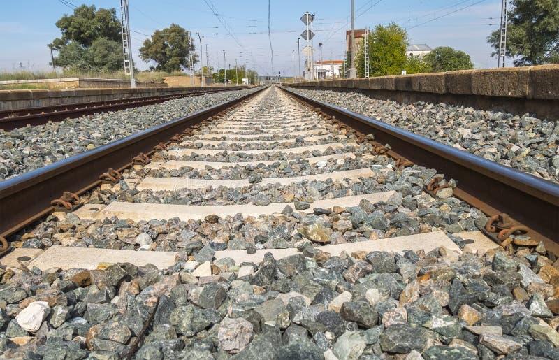Järnvägsiktsbortgång till och med stationen royaltyfri fotografi