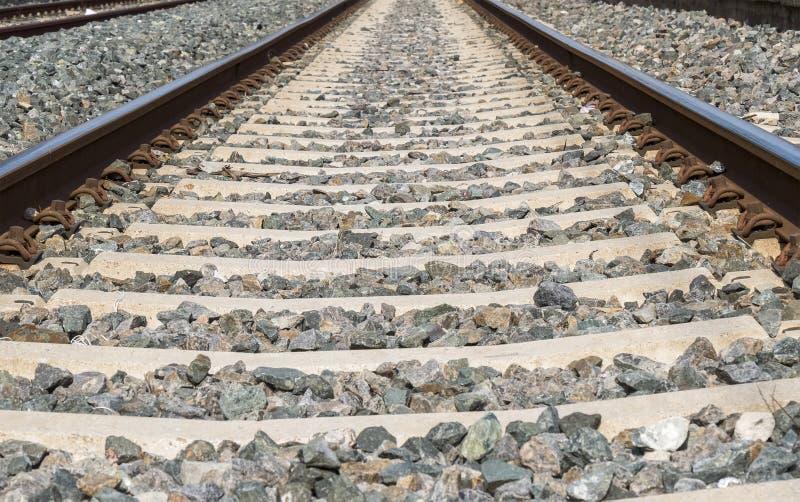 Järnvägsiktsbortgång till och med stationen arkivfoton