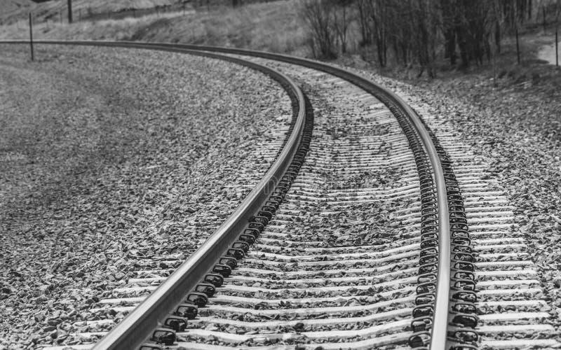 Järnvägspår vänder av till det nya affärsföretaget i lopp arkivfoton
