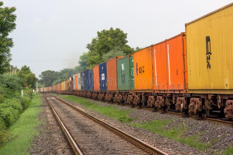 Järnvägsspår i Indien arkivbilder