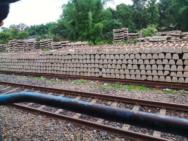 Järnvägsspåret i Indien royaltyfria foton