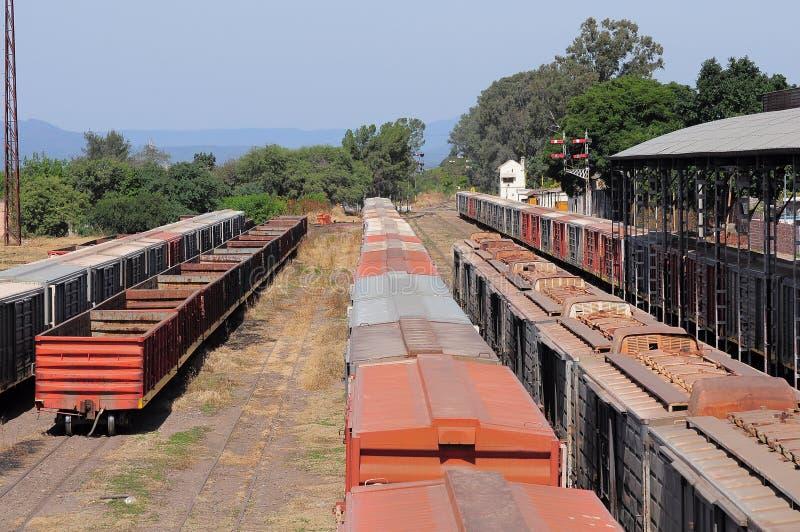 Järnvägsstation. fotografering för bildbyråer
