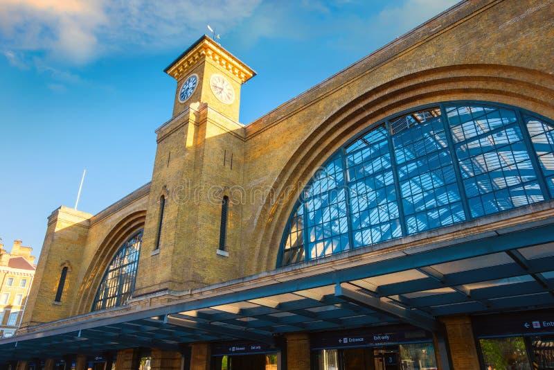 Järnvägsstation för kors för konung` s i London, UK arkivfoto
