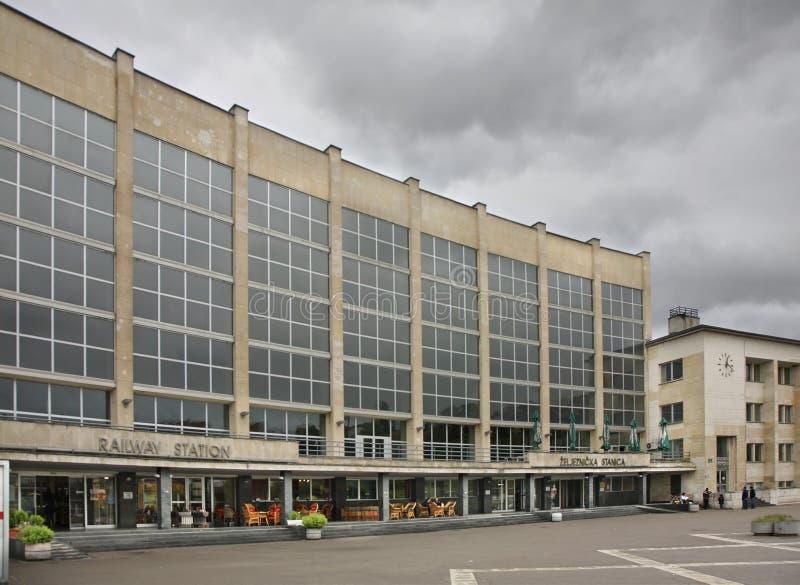 Järnvägsstation i Sarajevo stämma överens områdesområden som Bosnien gemet färgade greyed herzegovina inkluderar viktigt, planera arkivfoton