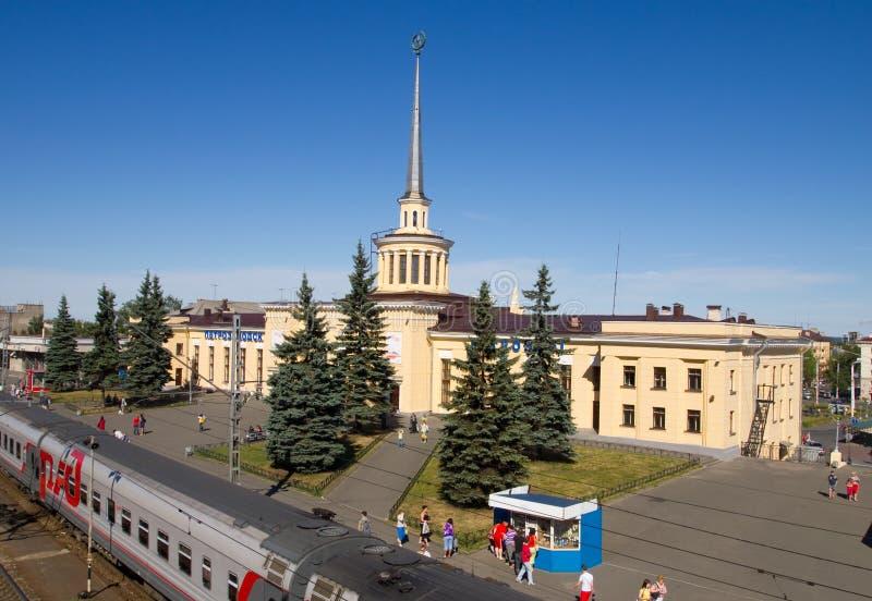 Järnvägsstation i staden av Petrozavodsk arkivbild