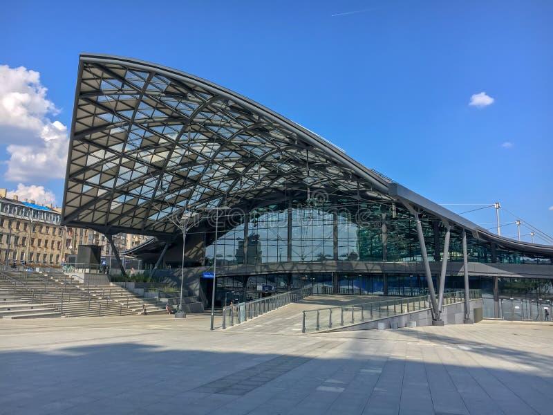 Järnvägsstation`-Lodz Fabryczna `, Lodz, Polen Modern futuristisk härlig järnvägsstation arkivfoto