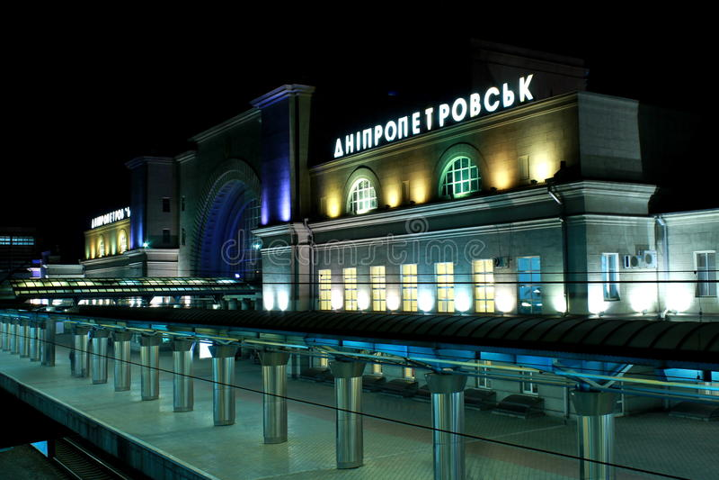 Järnvägsstationen i Dnepropetrovsk (Dnipro, Dnepr) Ukraina arkivbilder