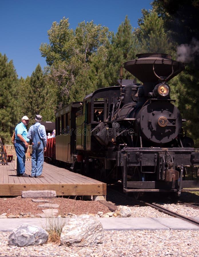 Järnvägtekniker och drev royaltyfri foto