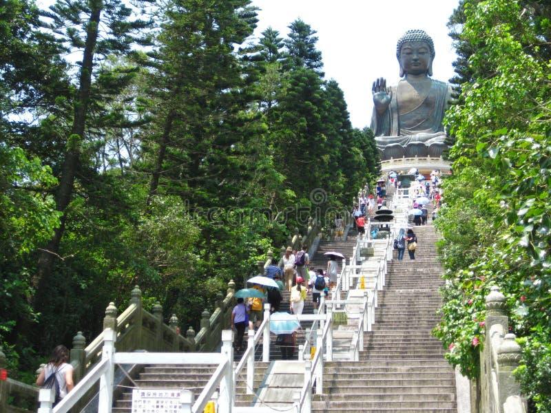 Jätte- Buddha överst av berget royaltyfri bild