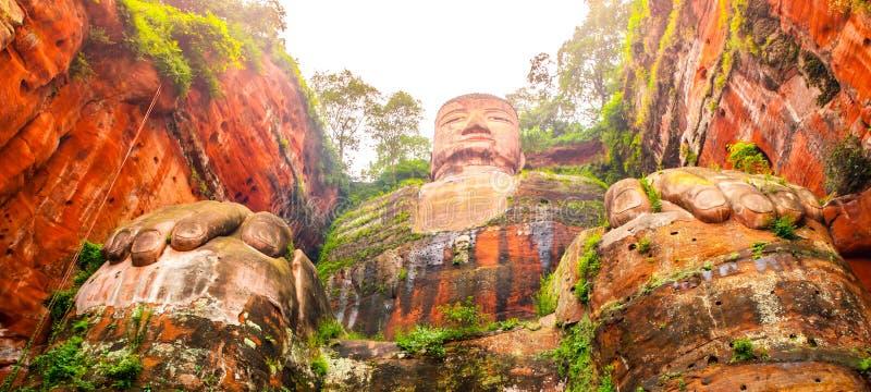 Jätte- Buddha i Leshan, Sichuan, Kina, sikt från botten royaltyfria bilder