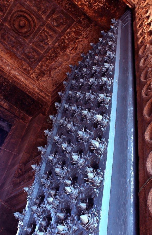 Jätte- dekorativ wood dörr av tempelingången royaltyfri bild