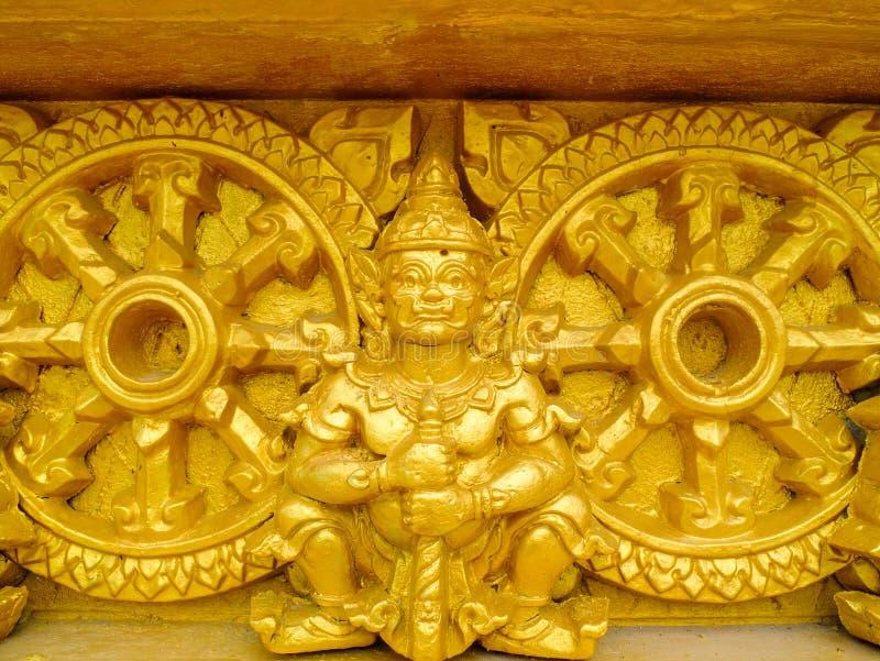 Jätte- guld- skulptur royaltyfria foton