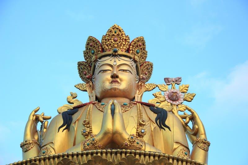 Jätte- guld- skulptur av Shiva In Nepal. royaltyfri fotografi