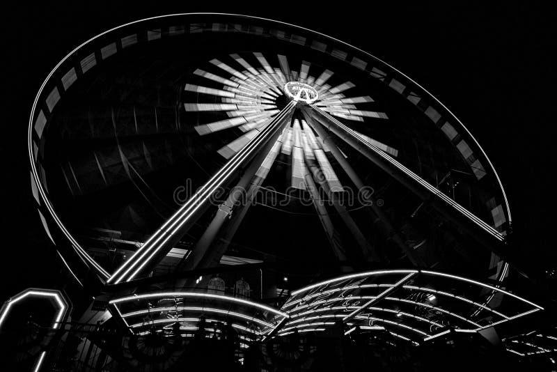 Jätte- hjul som är fullt av ljus royaltyfria bilder