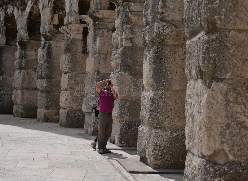 Jätte- konstruktion av den enorma amfiteatern royaltyfri fotografi