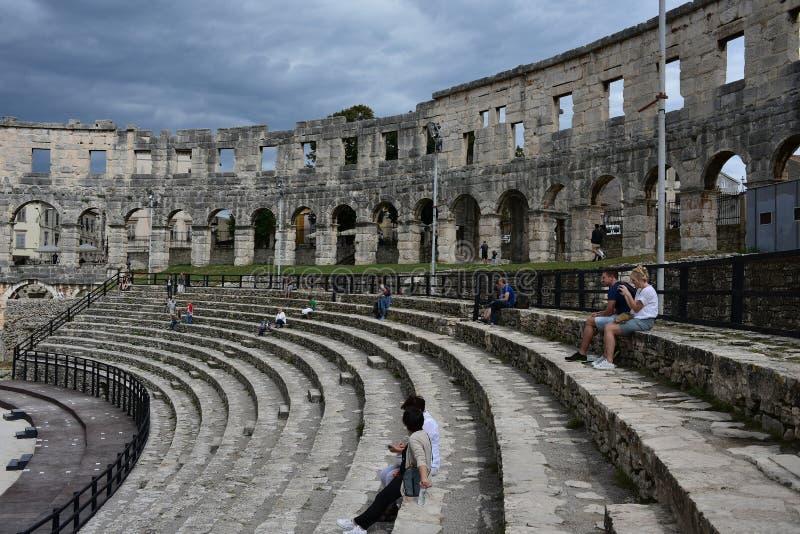 Jätte- konstruktion av den enorma amfiteatern arkivbilder