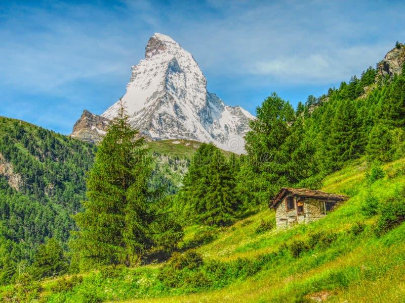 Jätte Matterhorn i sommar fotografering för bildbyråer