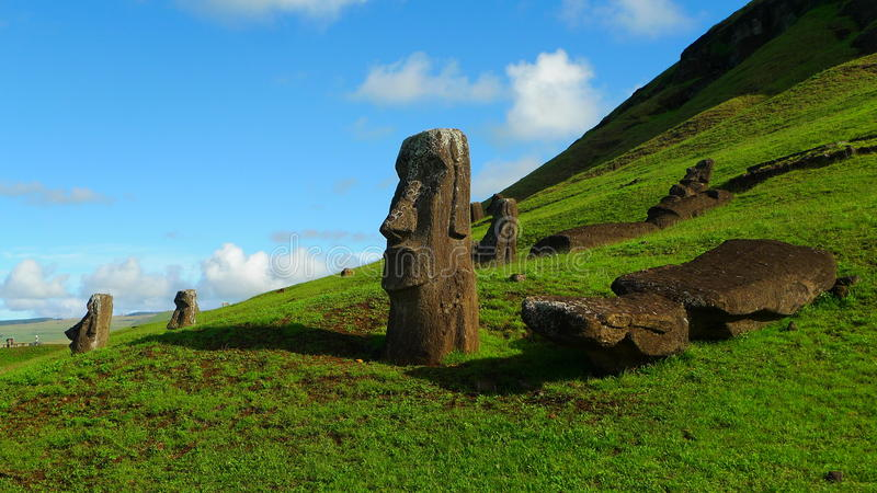 Jätte Moai av påskön arkivbilder