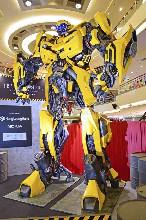 Jätte- modell av humlan från transformatorer royaltyfria foton