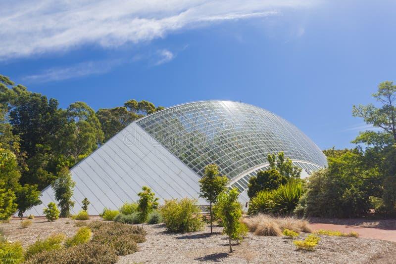 Jätte- modernt växthus arkivfoto