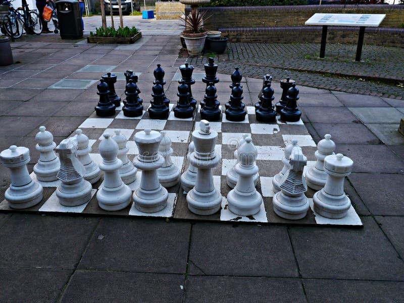 Jätte- schackuppsättning i Twickenham London UK royaltyfri bild