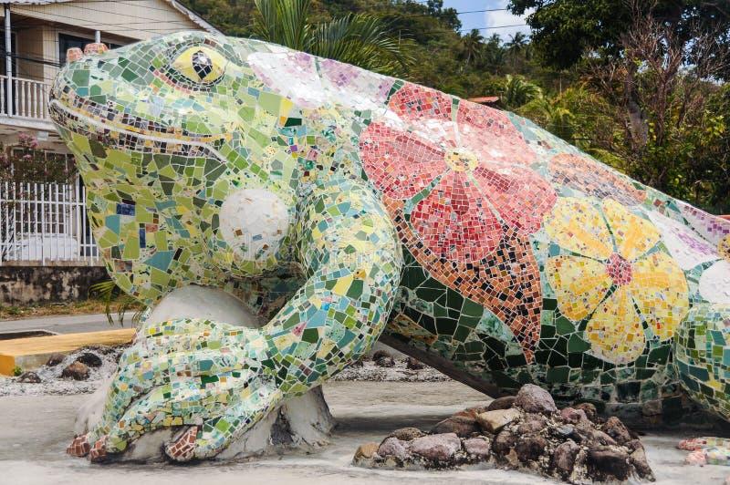 Jätte- skulptur av en ödla Providencia tropisk ö, Caribb arkivbilder