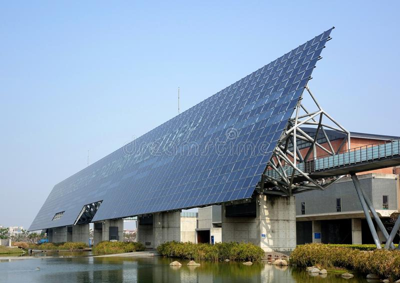 Jätte- solpanelvägg i Taiwan arkivfoton