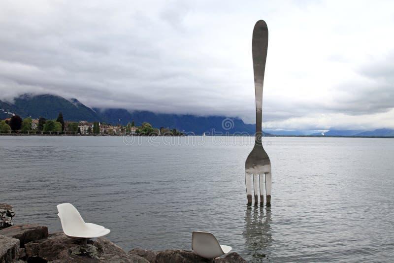 Jätte- stålgaffel, Vevey, Schweiz fotografering för bildbyråer