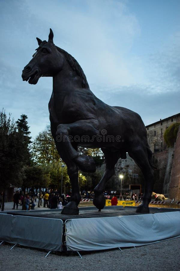 Jätte- staty av en häst royaltyfri foto