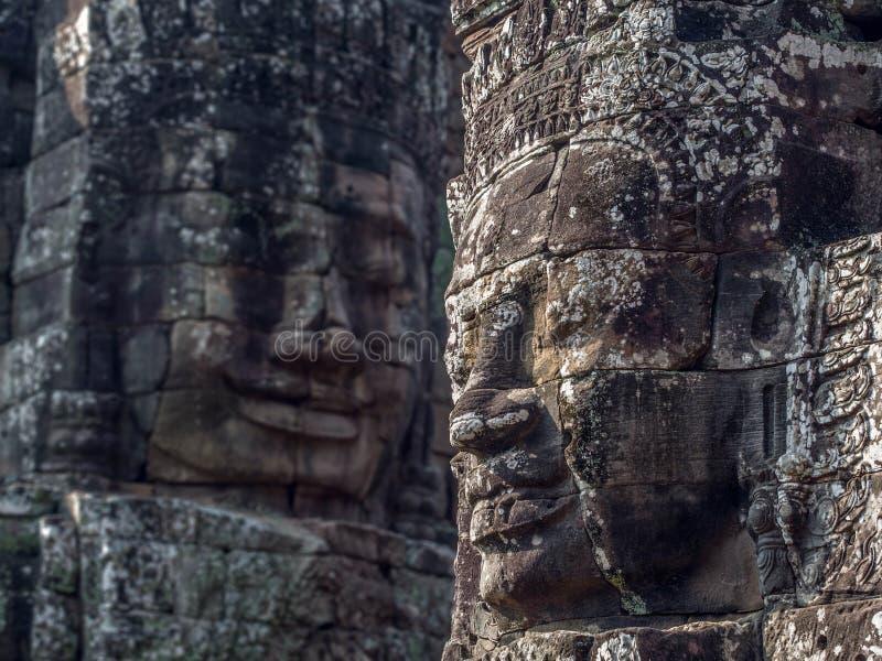 Jätte- stenframsidor på den Bayon templet på Angkor, Cambodja royaltyfria bilder
