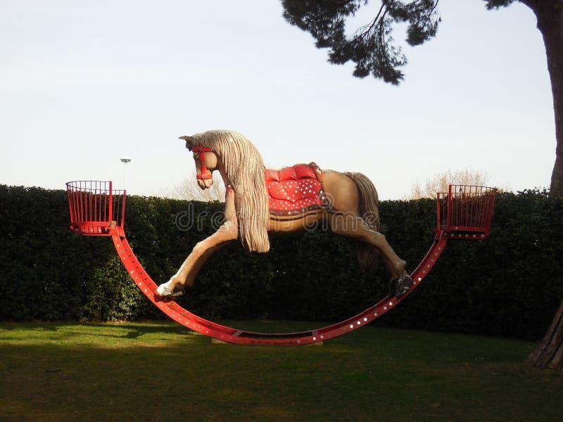 Jätte- vagga häst royaltyfri fotografi