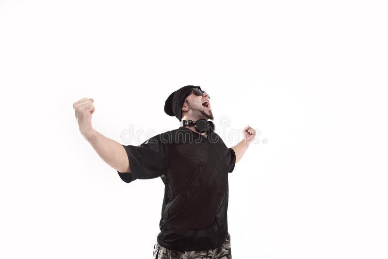 Jätteglad kall rappare i en svart hatt Isolerat på vit royaltyfri foto
