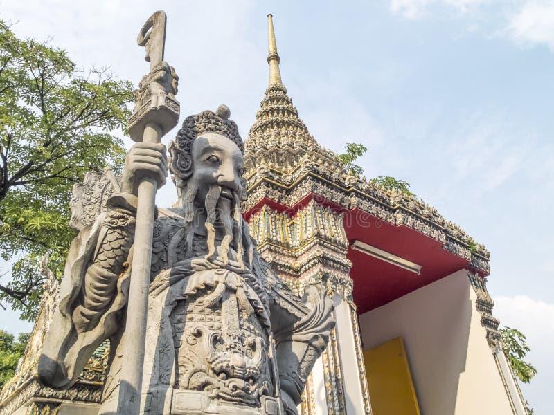 JättePho tempel royaltyfria foton