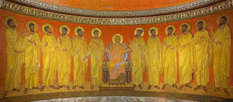 Jérusalem - de Vierge Marie parmi les apôtres dans l'abside de crypte de l'abbaye de Dormition images libres de droits