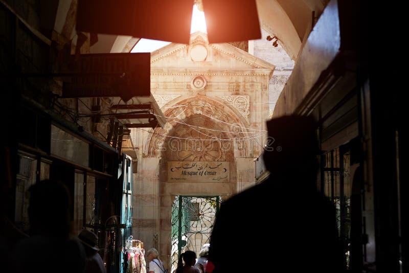 JÉRUSALEM, ISRAËL - 19 JUIN 2018 : Détail de rosette à l'entrée pour des prières seulement, mosquée d'Omer dans la vieille ville photos libres de droits