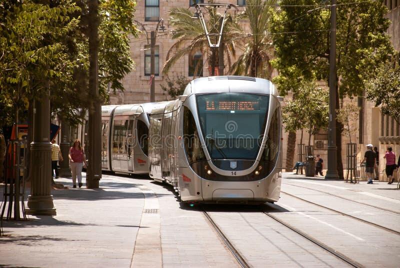 JÉRUSALEM, ISRAËL, VERS 2014 Tramway au centre de la ville photographie stock