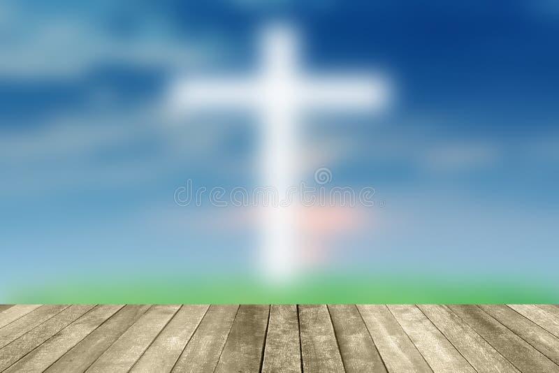Jésus abstrait sur le ciel bleu croisé avec le pavage en bois images libres de droits