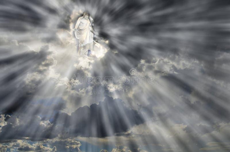 Jésus en nuages de ciel avec des rayons de lumière photo stock