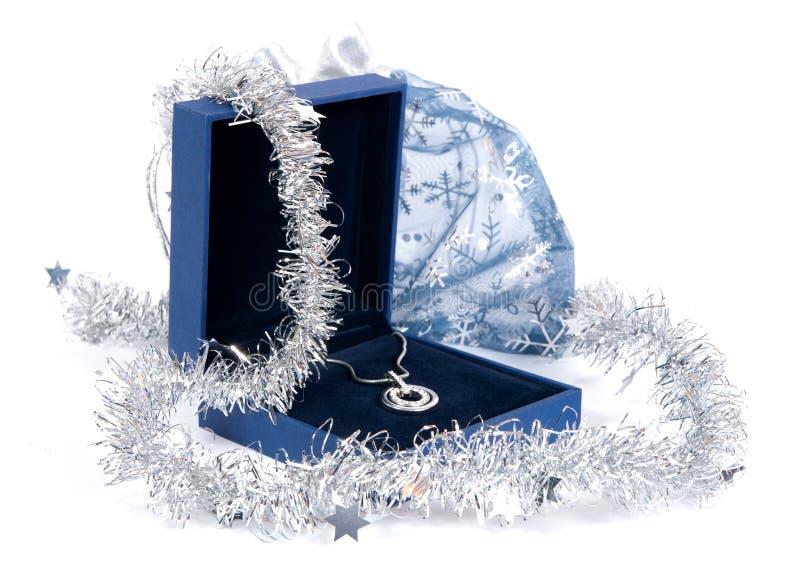 Jóia luxuosa na caixa de presente fotografia de stock
