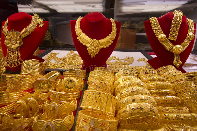 Jóia no ouro Souq em Dubai foto de stock