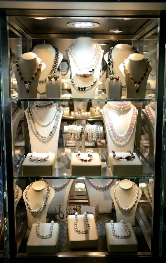 Download Jóias, exposição da loja. foto de stock. Imagem de bonito - 26501236