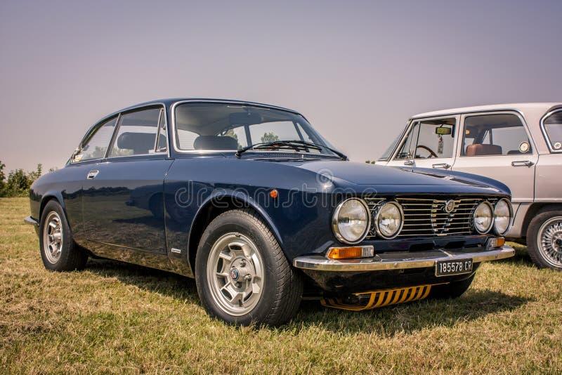 Júnior de Alfa Romeo GT 1300 imagens de stock royalty free