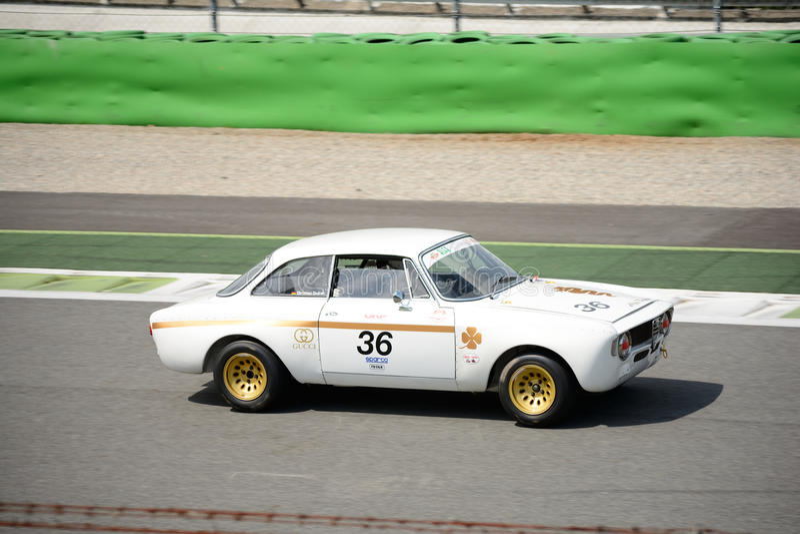 Júnior 1967 de Alfa Romeo GTA 1300 fotografia de stock