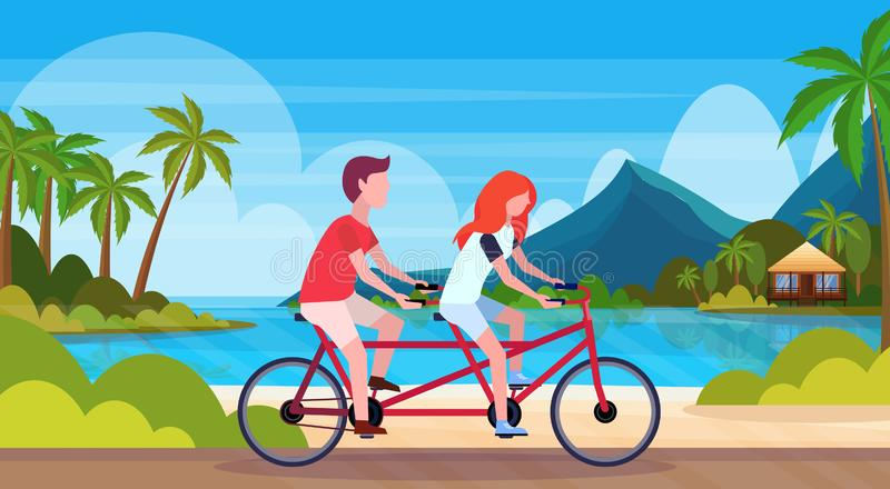 Júntese en el amor que monta a los amantes hermosos de la mujer del hombre de la playa de la bicicleta de verano de las vacacione libre illustration