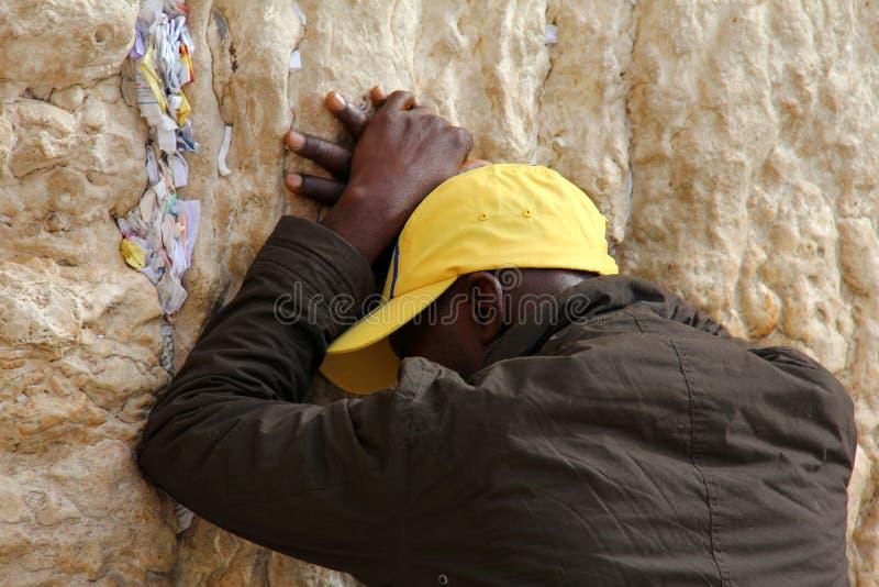 Jüdische Anbetern beten an der Klagemauer eine wichtige jüdische religiöse Site in Jerusalem, Israel. lizenzfreie stockfotos